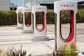 Tham vọng của Tesla: bây giờ là lắp đặt trạm sạc ở các cửa hàng tiện