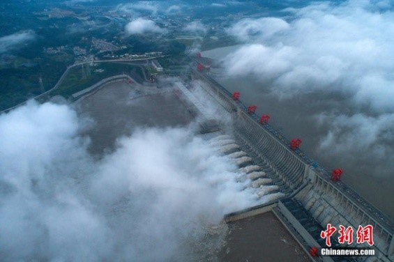 Nước đổ về đập Tam Hiệp Trung Quốc lớn nhất lịch sử, mở 10 cửa xả lũ - Ảnh 1.