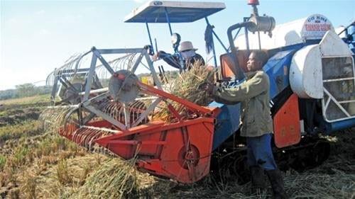 Người nông dân Việt Nam phát minh máy nông cụ trên đồng ruộng Châu Phi -  3CElectric
